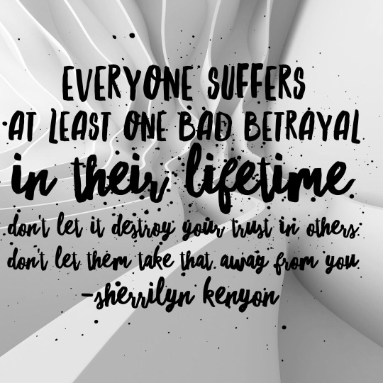 BETRAYAL - SHERRILYN KENYON
